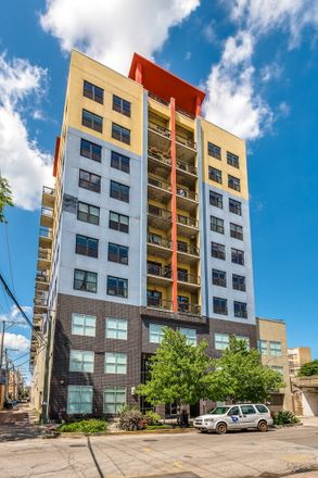 Rent this 2 bed loft on 1122-1124 West Catalpa Avenue in Chicago, IL 60640