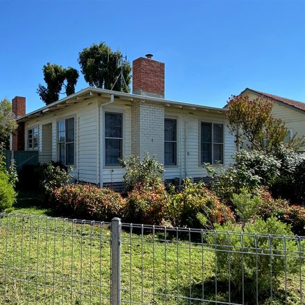 Rent this 3 bed house on 5 Wadeson Street