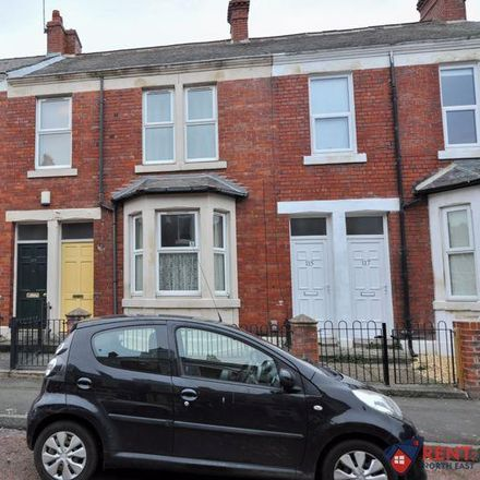 Rent this 3 bed apartment on back Westbourne Avenue in Gateshead NE8 4NQ, United Kingdom