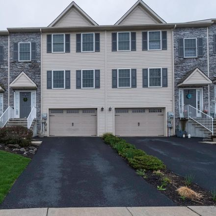 Rent this 3 bed townhouse on 137 Gentlemens Way in Quaker Hills, PA 17603