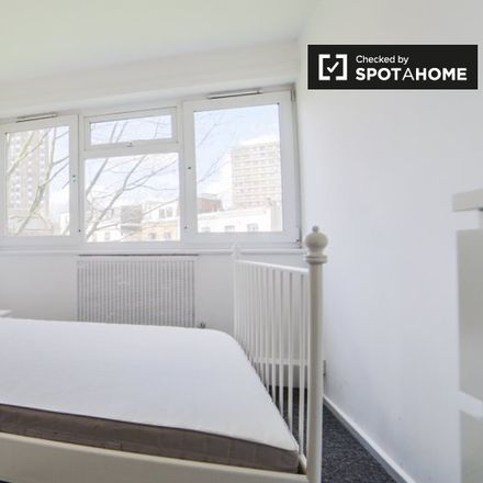 Rent this 3 bed apartment on Este Road in London SW11 2TF, United Kingdom