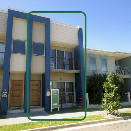 Rent this 3 bed townhouse on 8 Jurien Crescent