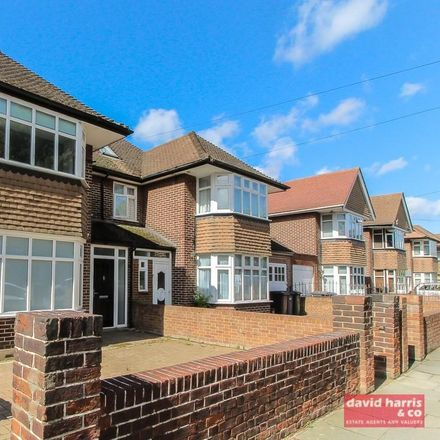 Rent this 5 bed house on St Theresa's RC Primary School in East End Road, London N3 2SX