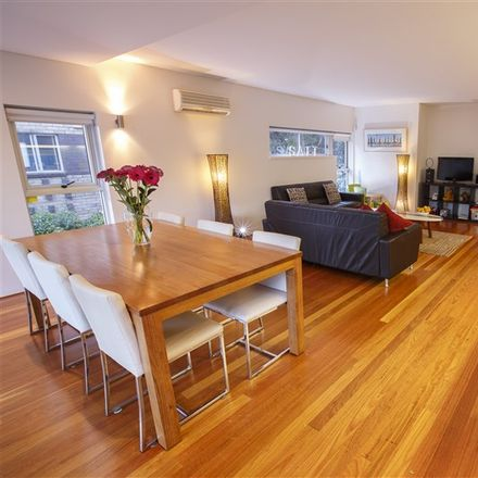 Rent this 2 bed apartment on 3/2 Castlefield Street