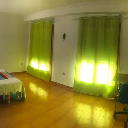 Rent this 6 bed room on Av. de la Llibertat in Elx, Alicante