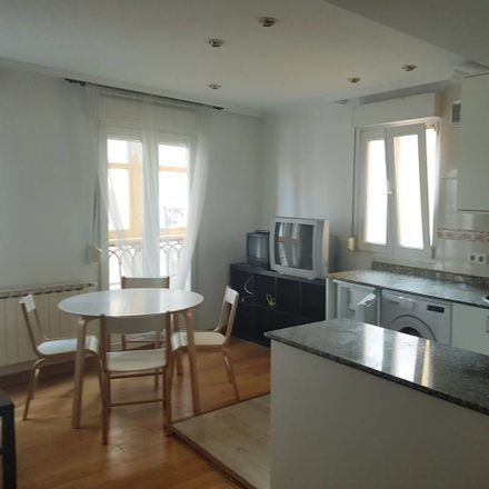 Rent this 1 bed room on Cuesta del Hospital in 2, 39008 Santander