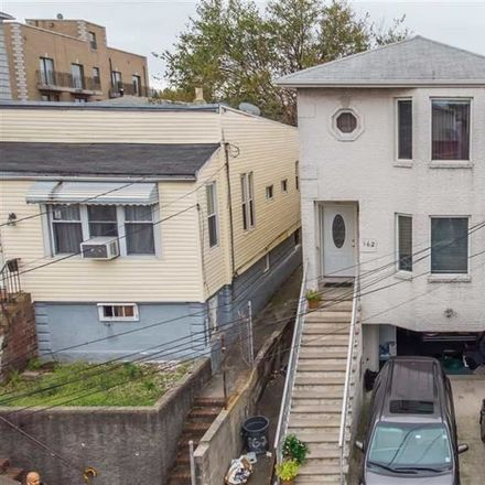 Rent this 3 bed apartment on 162 West 53rd Street in Bayonne, NJ 07002