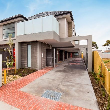 Rent this 2 bed townhouse on 2/9 Canterbury Street