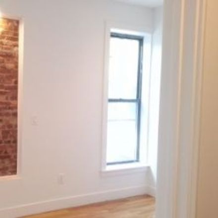 Rent this 3 bed townhouse on 147 Vanderbilt Avenue in New York, NY 11205