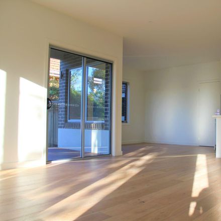 Rent this 3 bed townhouse on 1/150 Station Street