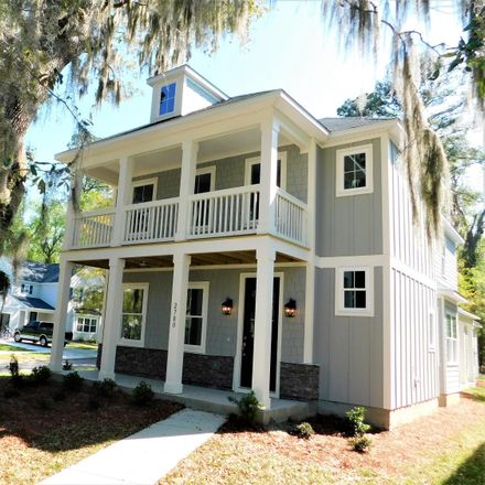 Rent this 3 bed house on Beaufort