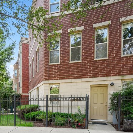 Rent this 3 bed condo on 1344 North Burling Street in Chicago, IL 60610