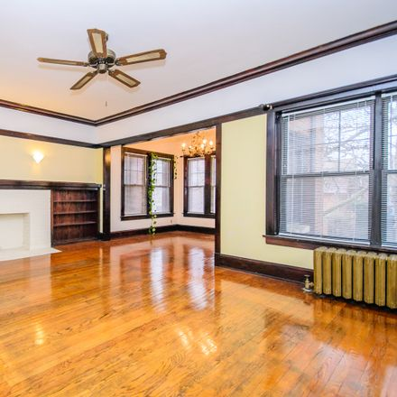 Rent this 2 bed townhouse on North Wayne Avenue in Chicago, IL 60660