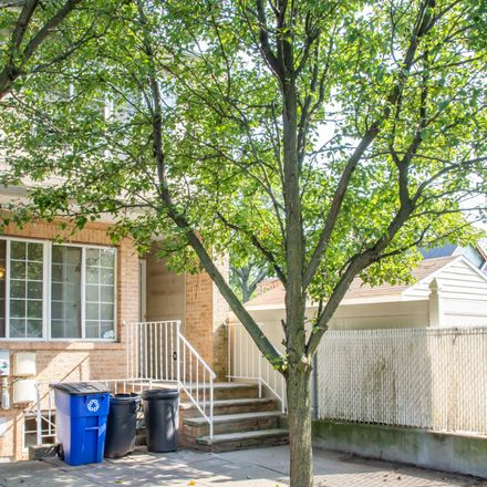 Rent this 5 bed townhouse on 7262 Amboy Road in New York, NY 10307