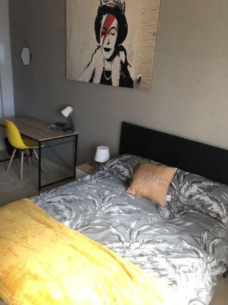 Rent this 7 bed room on Rúa Hernán Cortés in Vigo, Pontevedra