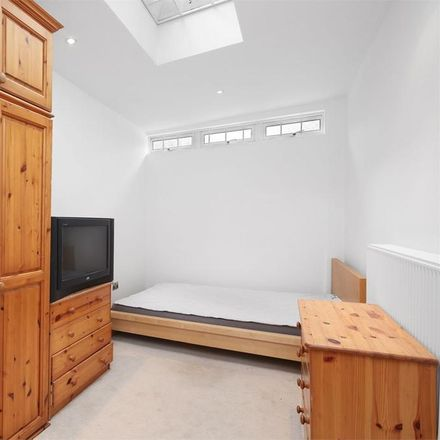 Rent this 5 bed house on Heath Close in London W5, United Kingdom