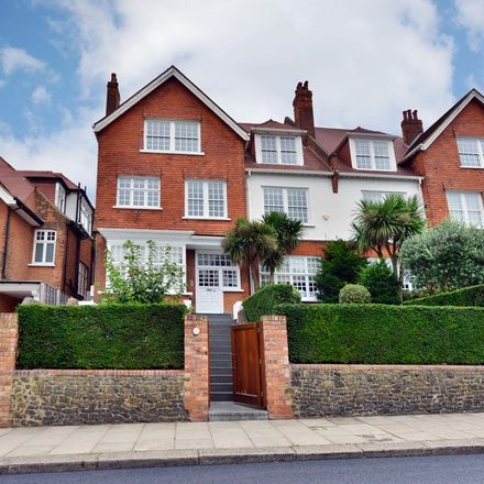 Rent this 3 bed apartment on Bracknell Gardens in London NW3 7EH, United Kingdom