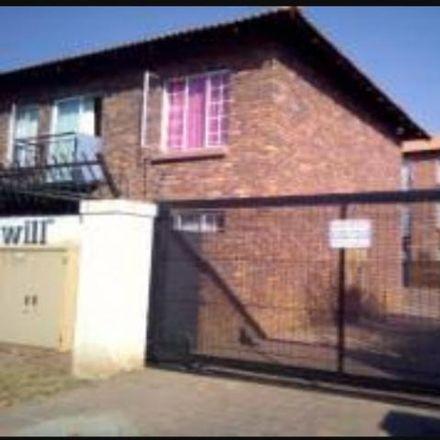 Rent this 2 bed townhouse on Taljaard Street in Daspoort, Pretoria