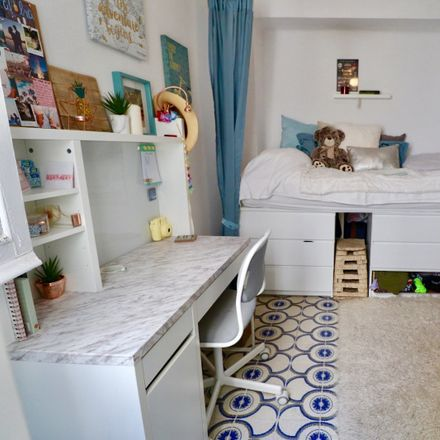 Rent this 2 bed room on Calle Macabeos in 3, 29012 Málaga