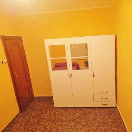Rent this 6 bed room on El Pozo in Carrer de l'Arquitecte Gilabert, 5