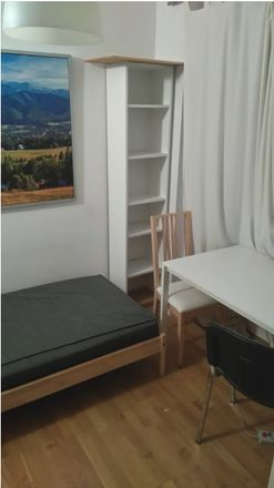 Rent this 3 bed room on Kartuska in 80-001 Gdańsk, Polonia