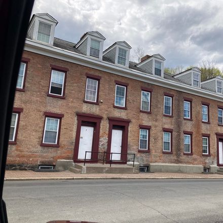 Rent this 3 bed apartment on 13 Olmstead Street in City of Cohoes, NY 12047