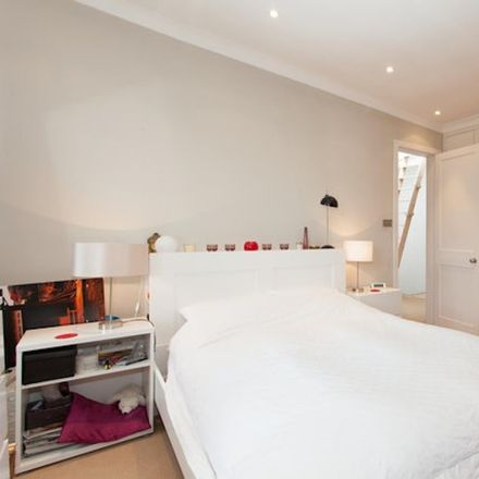 Rent this 2 bed apartment on 97 Warwick Rd in Kensington, London SW5 9EZ