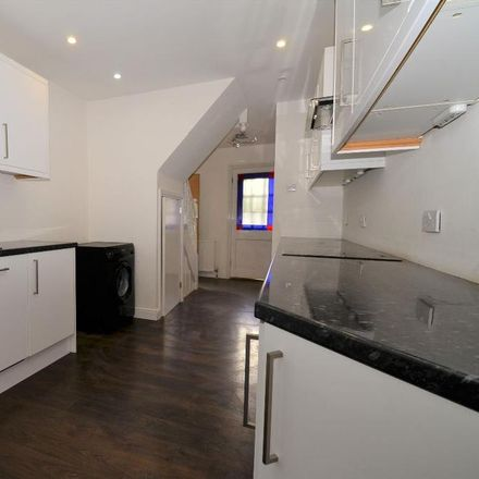 Rent this 3 bed house on Derwent Way in London RM12 5HP, United Kingdom