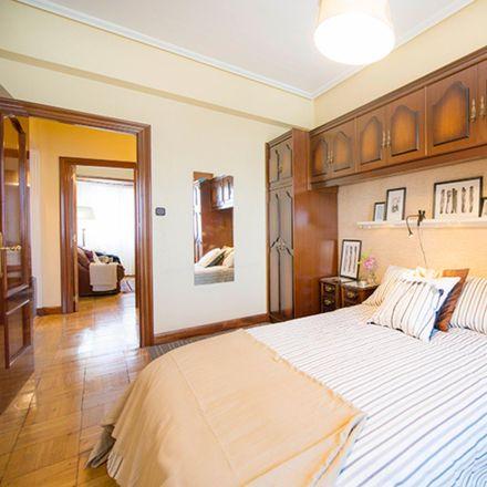Rent this 3 bed room on Calle Elexabarri / Elexabarri kalea in 1, 48002 Bilbao