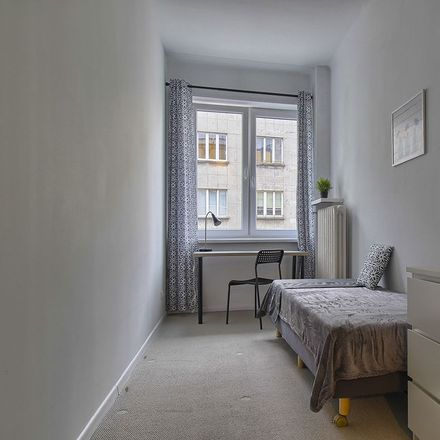 Rent this 5 bed room on Tamka 14 in 00-349 Warsaw, Poland