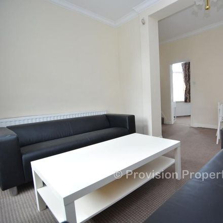Rent this 3 bed apartment on Woodsley Multi-Cultural Community Centre in Woodsley Road, Leeds LS3 1DX