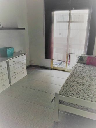 Rent this 2 bed room on Dental Carratala in calle alférez Díaz Sanchís, 03004 Alacant