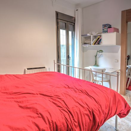 Rent this 4 bed room on Caprabo in Carrer Ramón y Cajal, 15