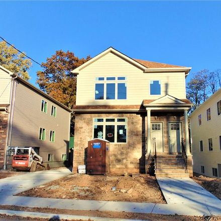 Rent this 6 bed townhouse on Staten Island in NY, US