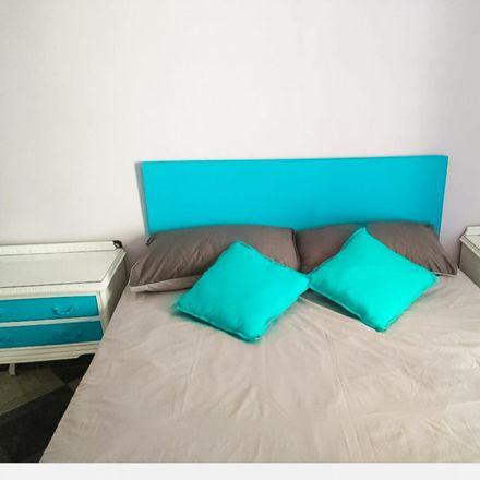 Rent this 4 bed room on Calle Luz Casanova in 18011 Granada, Spain