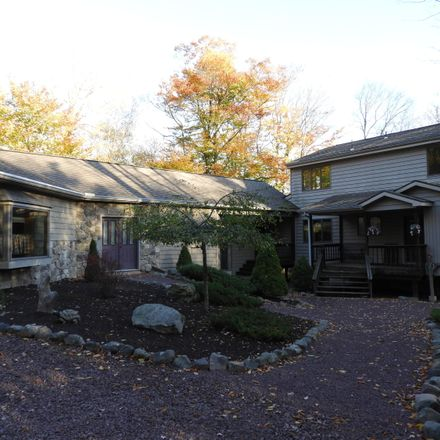 Rent this 4 bed loft on Clifton Manor Dr in Gouldsboro, PA