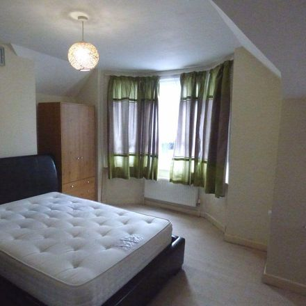 Rent this 3 bed house on Groundwell Road in Swindon SN1 2LT, United Kingdom