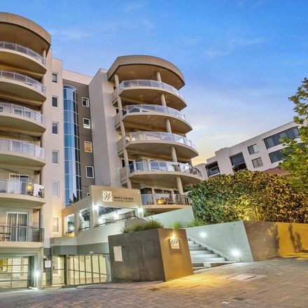 Rent this 3 bed apartment on 5/69 Malcolm Street