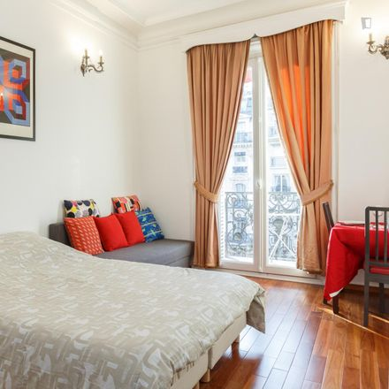 Rent this 3 bed apartment on 6 Avenue Mac-Mahon in 75017 Paris, France