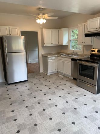 Rent this 3 bed house on 1708 Springfield Avenue in Salem, VA 24153