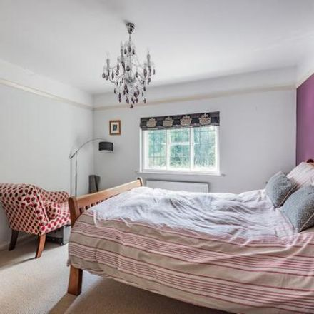 Rent this 5 bed house on Reading Road North in Hart GU51 4HS, United Kingdom