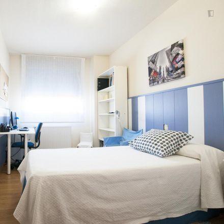 Rent this 3 bed room on Calle del Monasterio de Sobrado in 6, 28001 Madrid