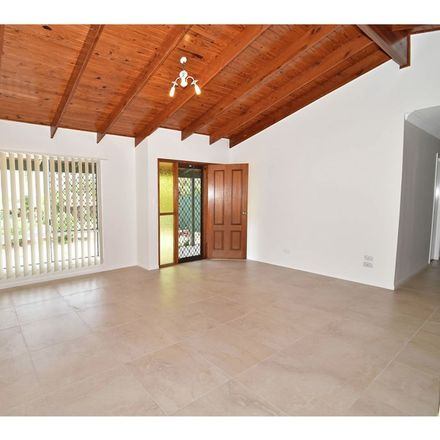 Rent this 3 bed house on 5 Garden Avenue