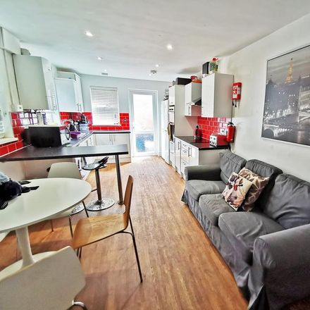 Rent this 6 bed house on The Albany in Donald Street, Cardiff
