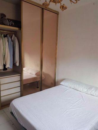 Rent this 3 bed room on Farmacia - Calle Camichi 18 in Calle de Camichi, 18