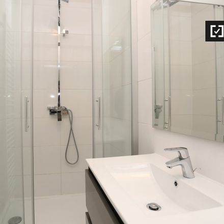 Rent this 2 bed apartment on Rue du Vallon - Kleine Dalstraat 6 in 1210 Saint-Josse-ten-Noode - Sint-Joost-ten-Node, Belgium