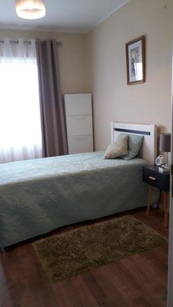 Rent this 2 bed room on RHPro in Avenida de Fernão de Magalhães 2962, 4350-162 Paranhos