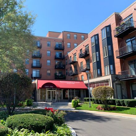 Rent this 2 bed loft on The Renaissance Place at Hyde Park in 5200 South Ellis Avenue, Chicago