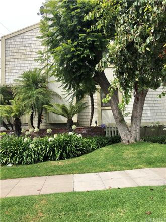 Rent this 2 bed townhouse on 2920 11th Street in Santa Monica, CA 90405