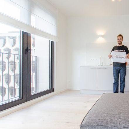 Rent this 3 bed apartment on Frédéric de Mérode in Place des Martyrs - Martelaarsplein, 1000 Ville de Bruxelles - Stad Brussel
